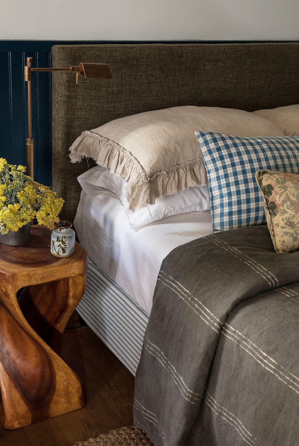 Đồ gỗ trưng bày đầu giường ngủ