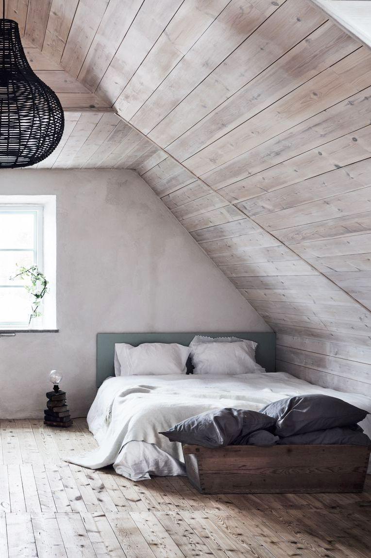 Giường ngủ sát mặt sàn phòng ngủ
