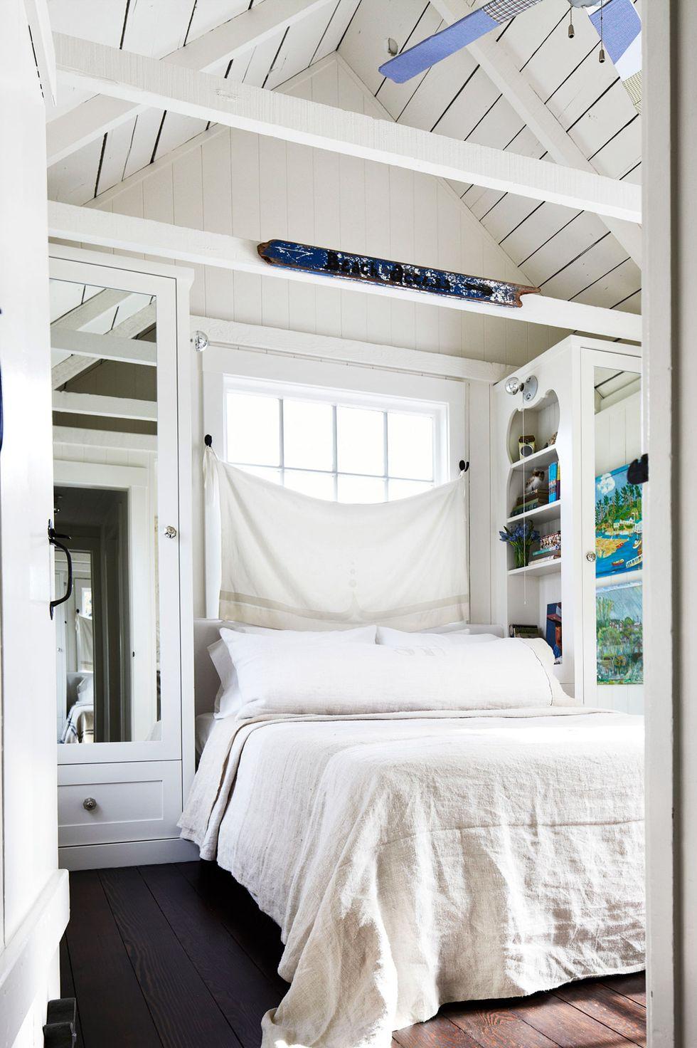 Thêm gương vào phòng ngủ