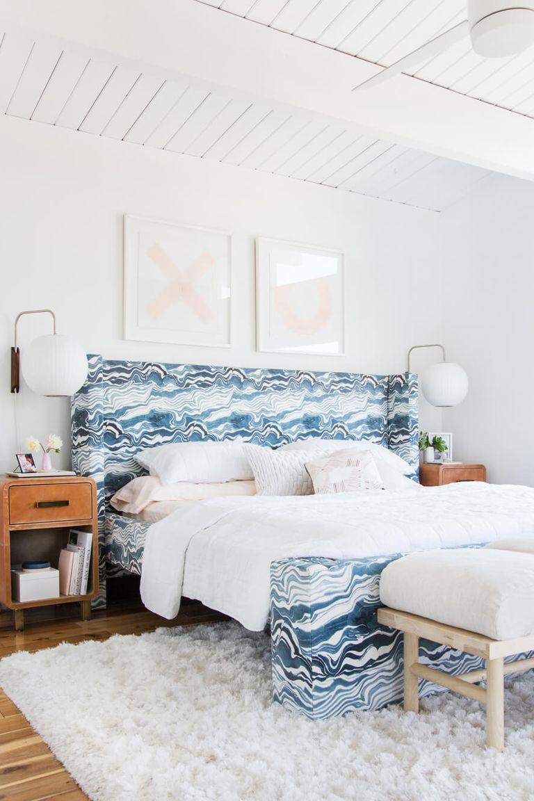 Trang trí đầu giường phòng ngủ