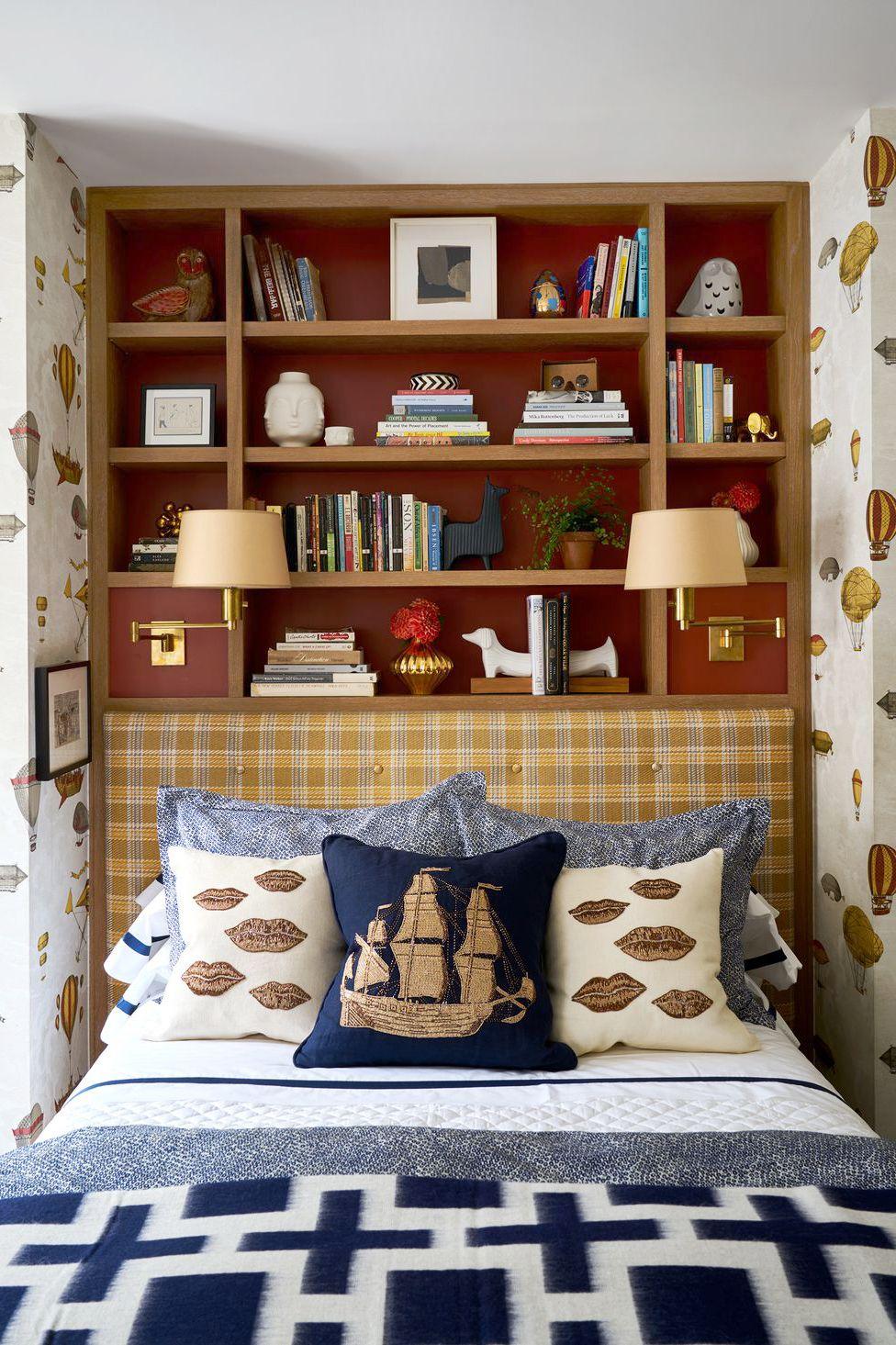 Tủ sách trong phòng ngủ