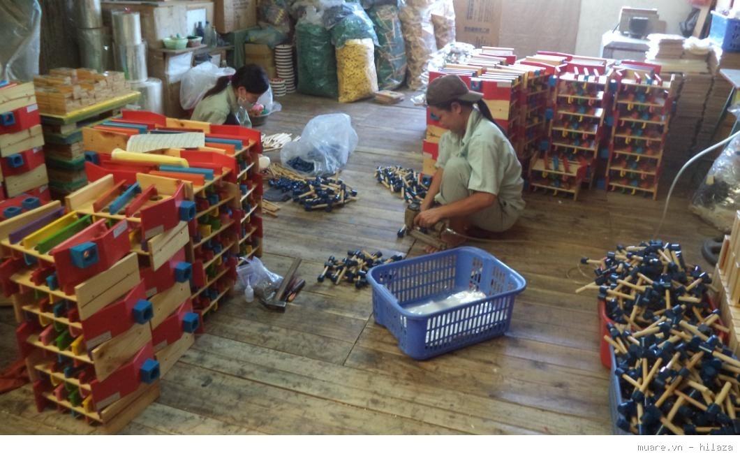 Sản xuất đồ chơi bằng gỗ