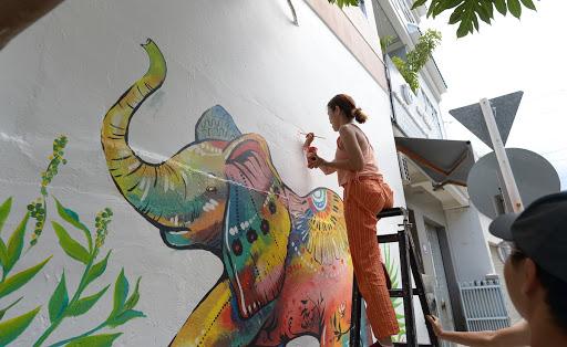 Vẽ tranh tườngcon vật hoang dã