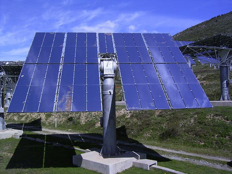 Gương định nhật kết hợp điện năng lượng tái tạo