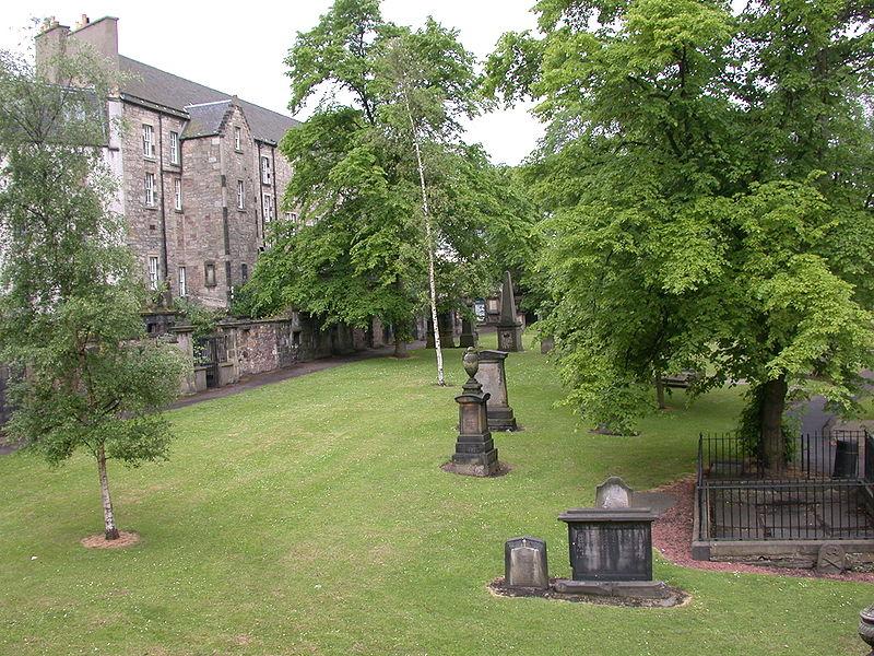 Một góc Đông Bắc của Greyfriars Kirkyard, Edinburgh EH1, Scotland.