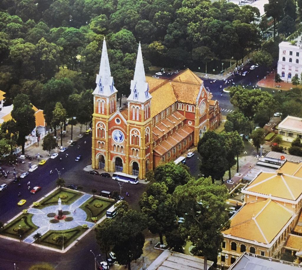 Nhà thờ Đức Bà là kiệt tác kiến trúc giữa lòng sài gòn