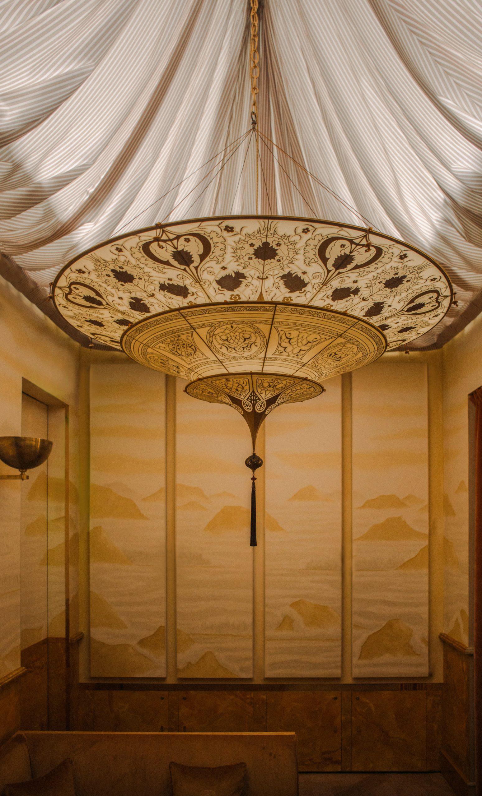 Thiết kế nội thất nhà hàng chi tiết đèn trần