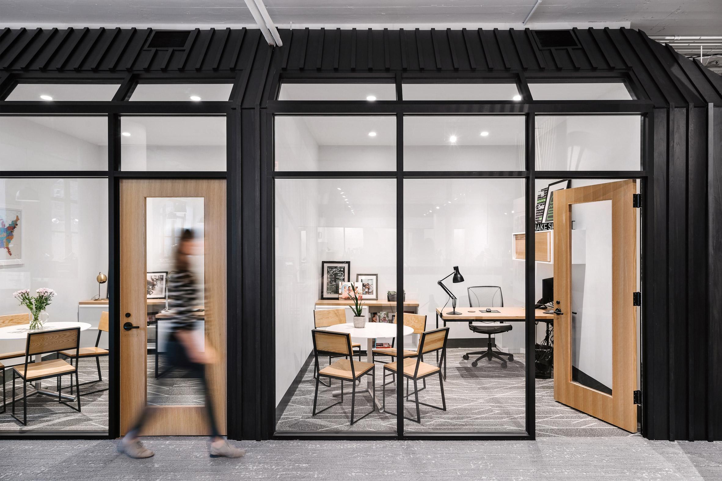 Thiết kế nội thất văn phòng cao cấp 6