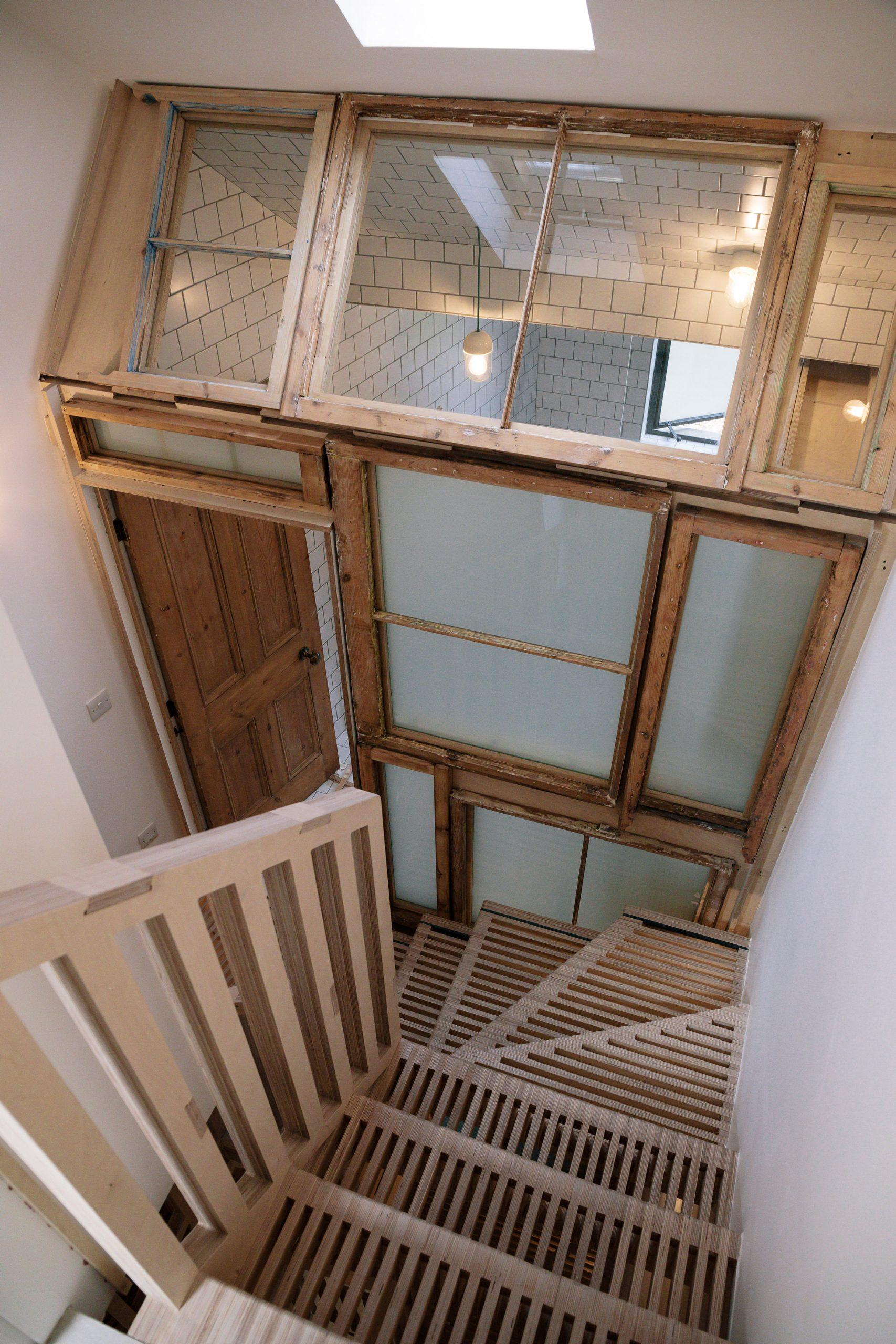 Mẫu cầu thang gỗ đẹp 3