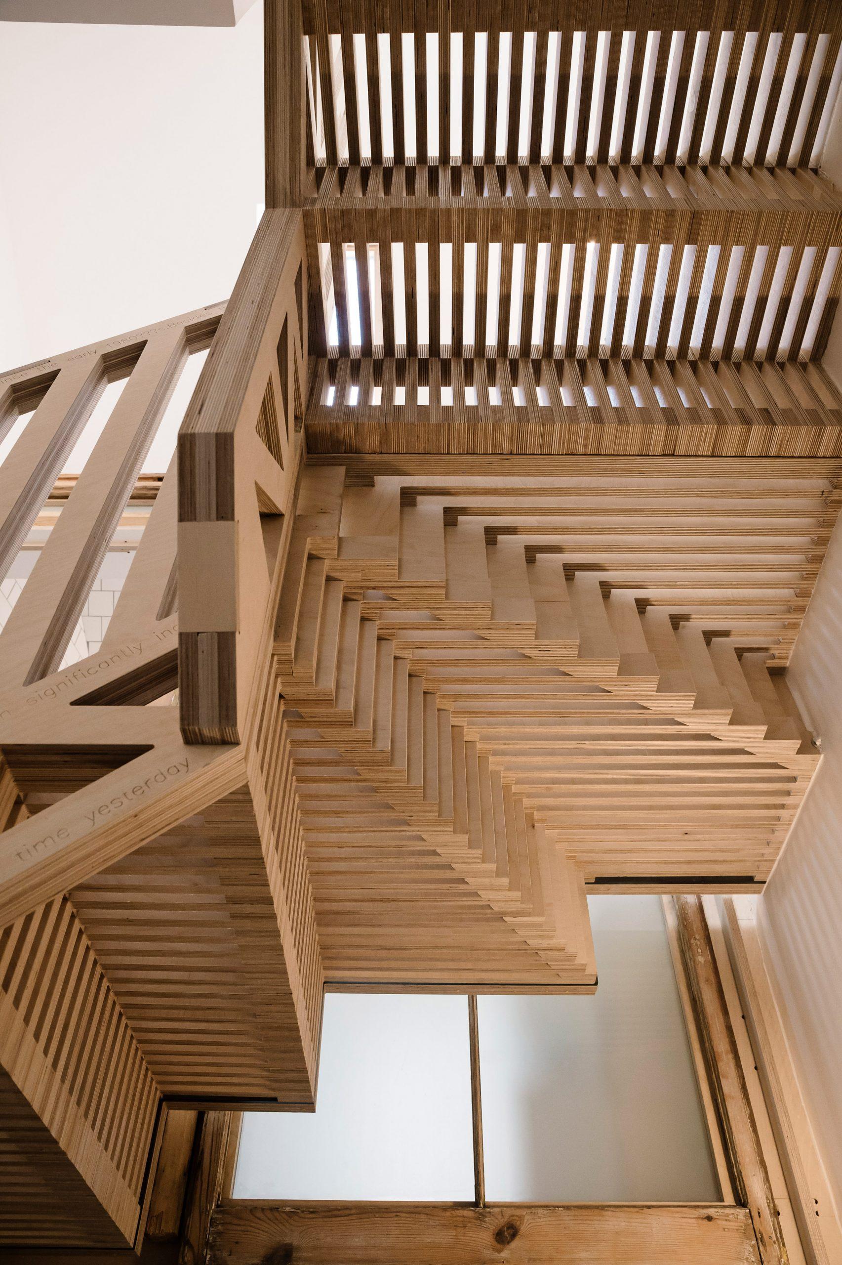 Mẫu cầu thang gỗ đẹp 4