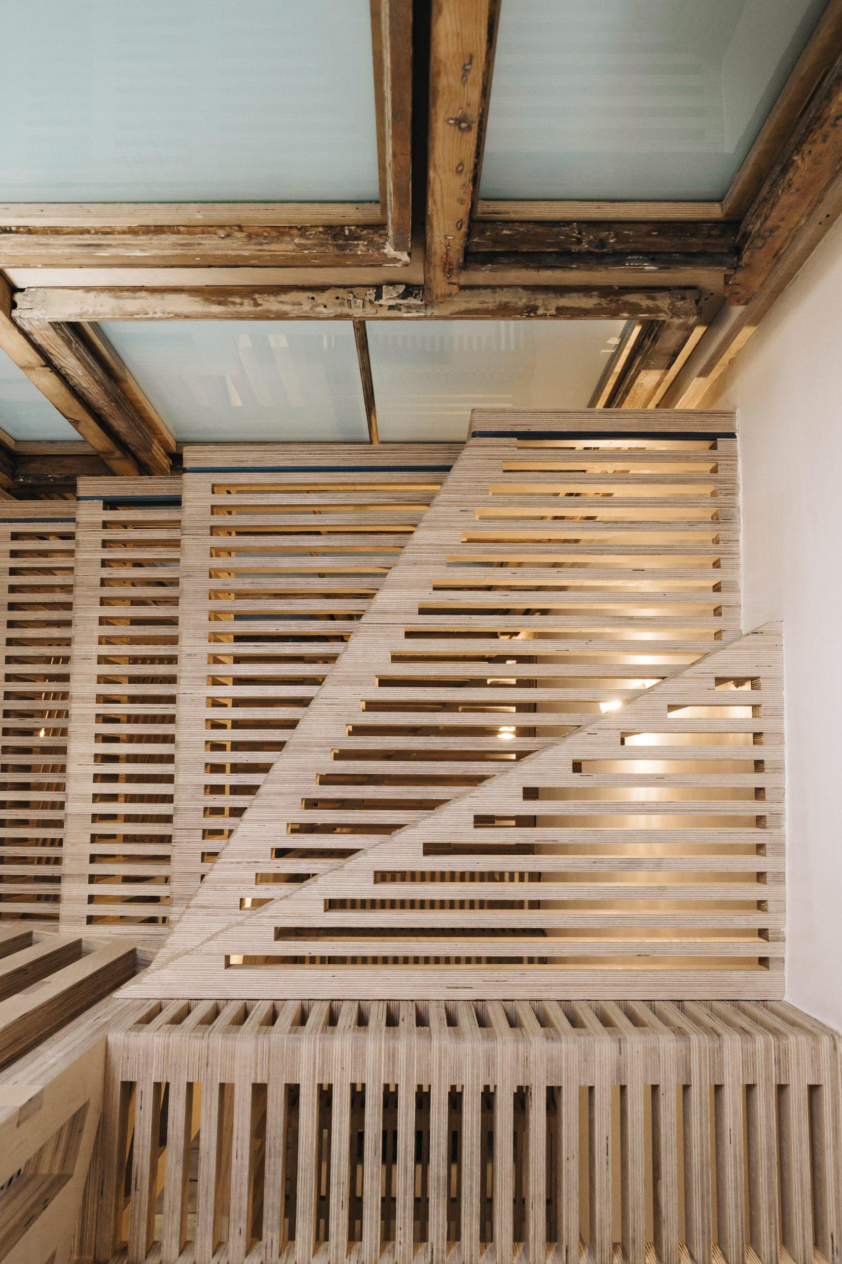Mẫu cầu thang gỗ đẹp 5