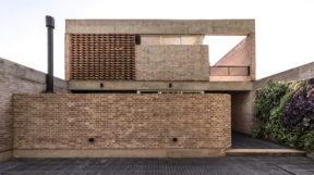 """Thiết Kế Nội Thất Biệt Thự """" cách điệu """" với tường gạch và nội thất tối giản"""