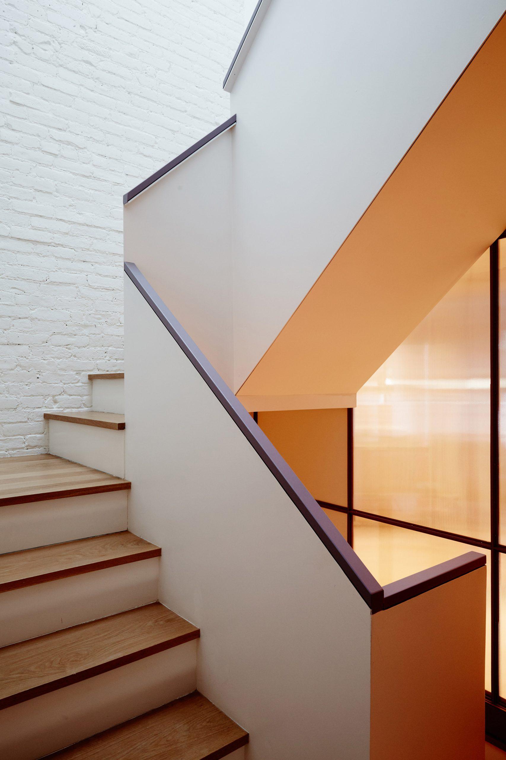 Thiết kế cầu thang nhà ống 4