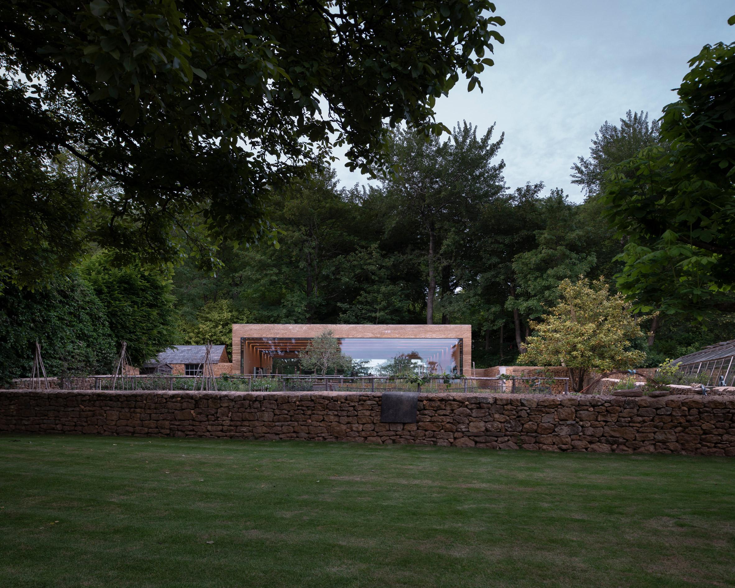 Thiết kế cảnh quansân vườn 12