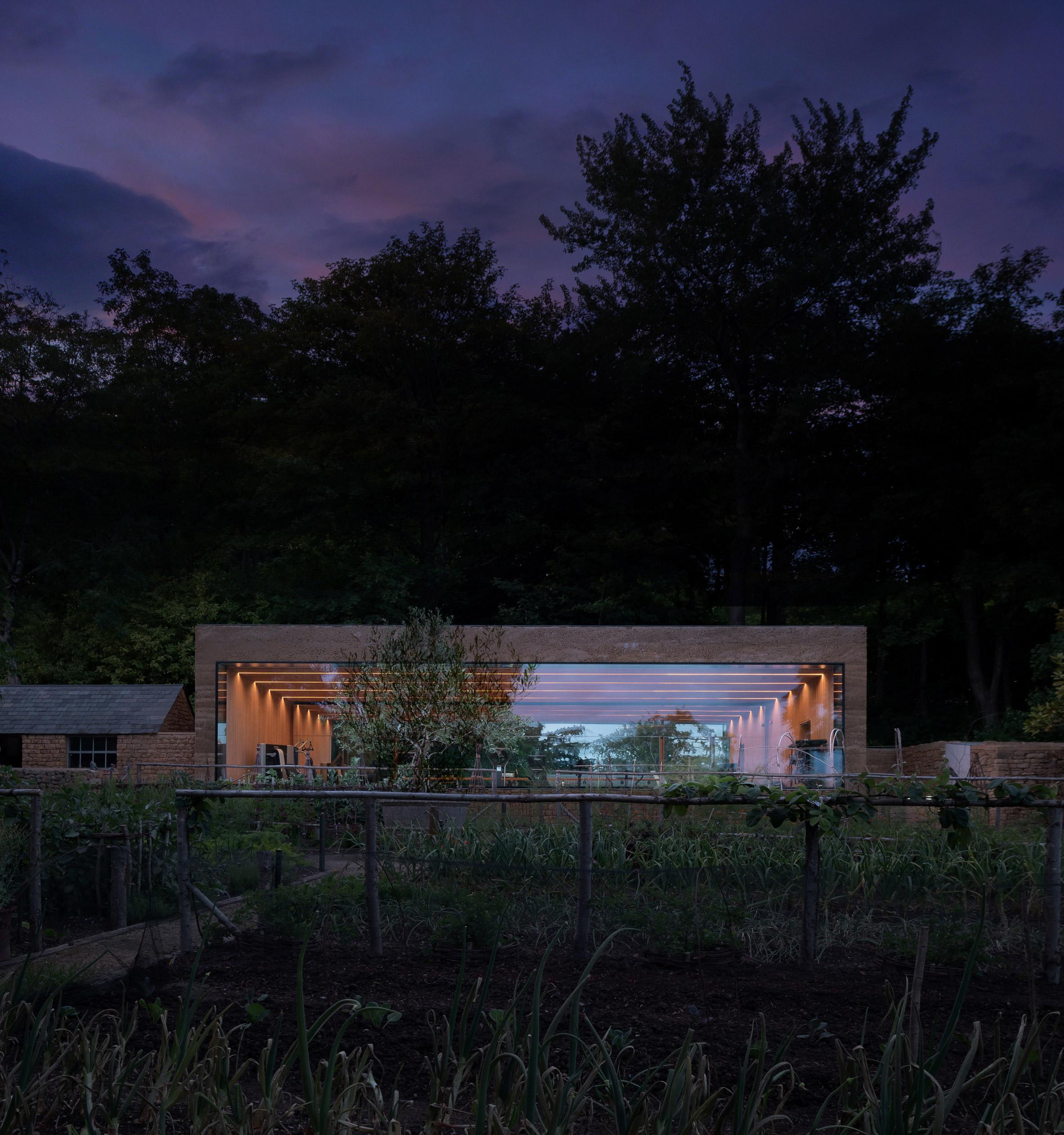 Thiết kế cảnh quansân vườn 13