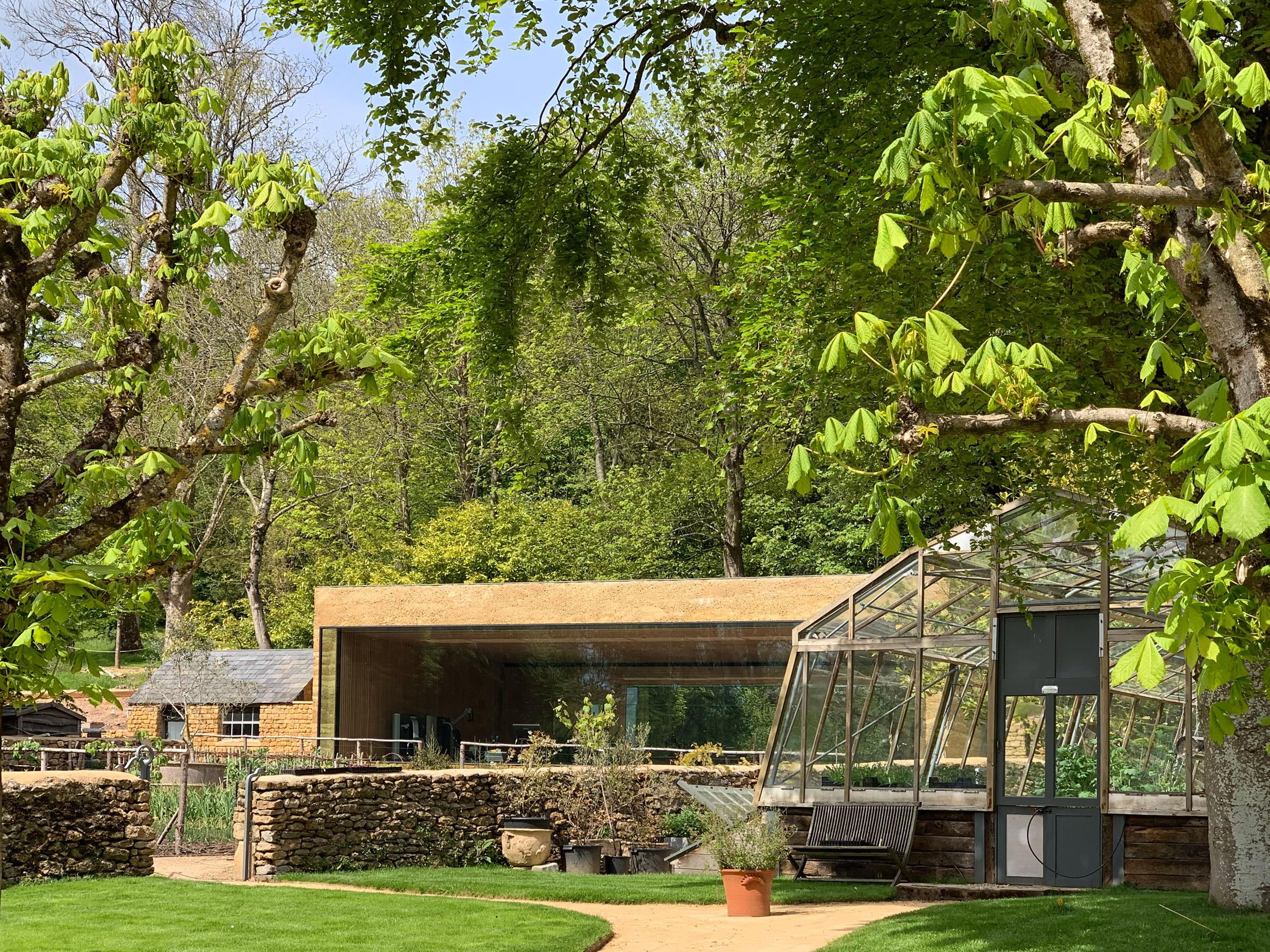 Thiết kế cảnh quansân vườn 16