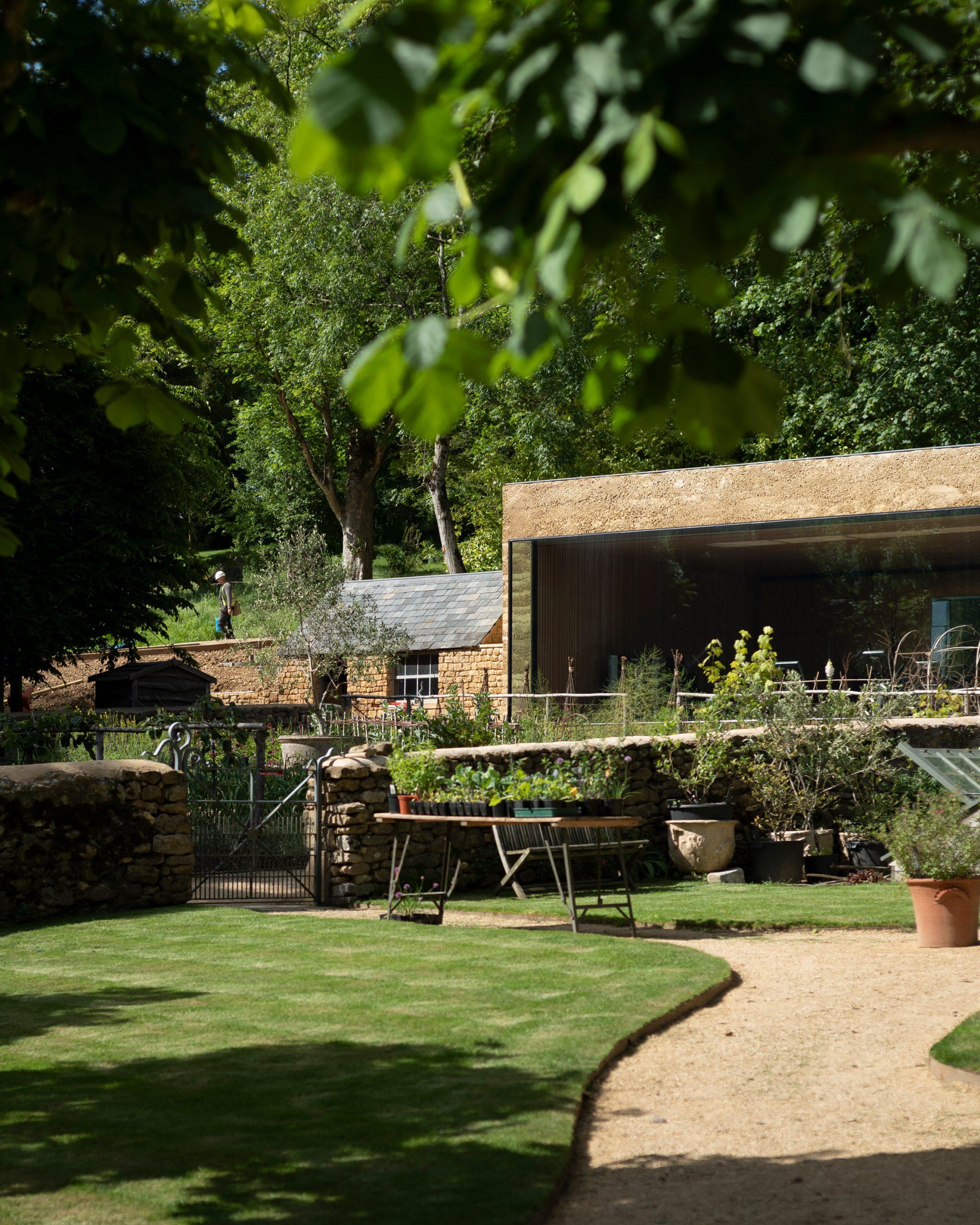 Thiết kế cảnh quansân vườn 3