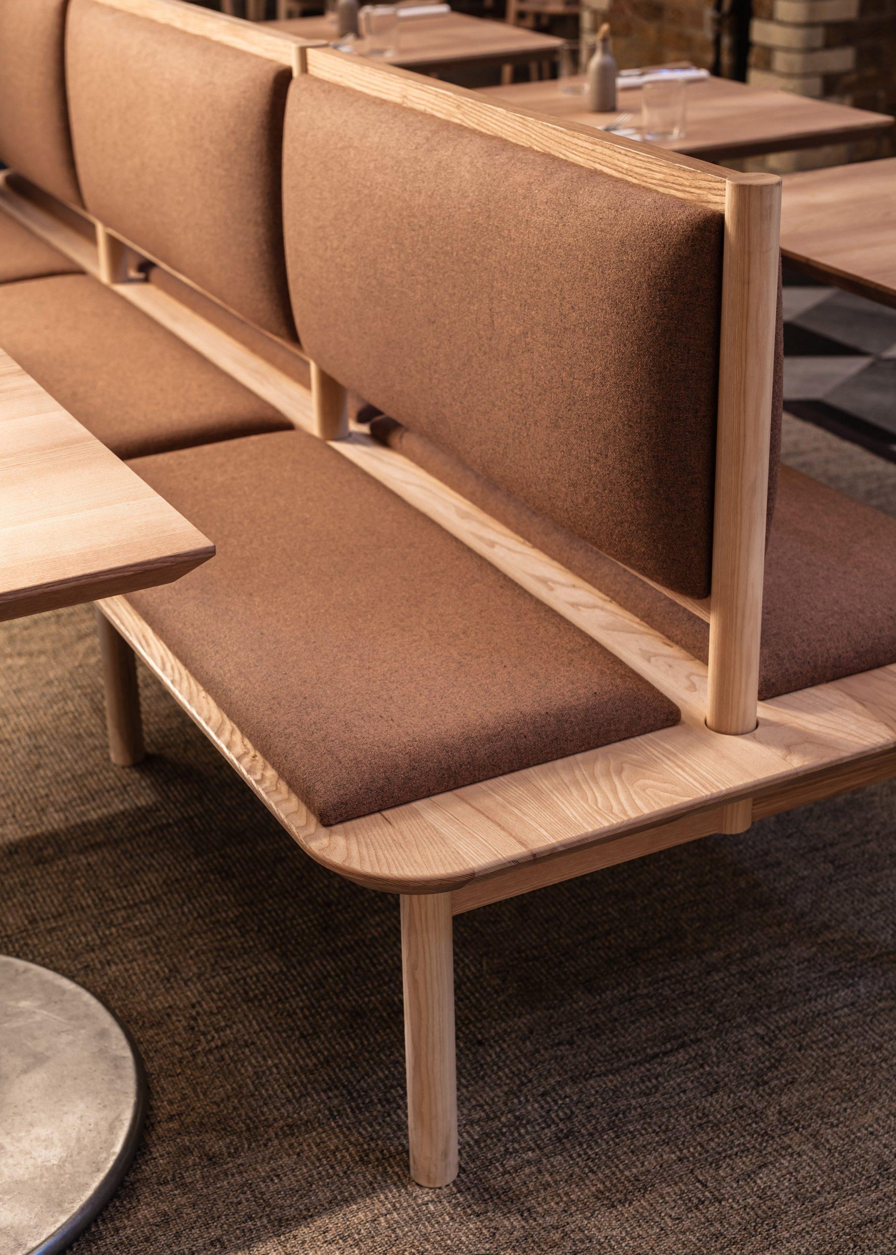 Thiết kế quán cafebằng gỗ 8