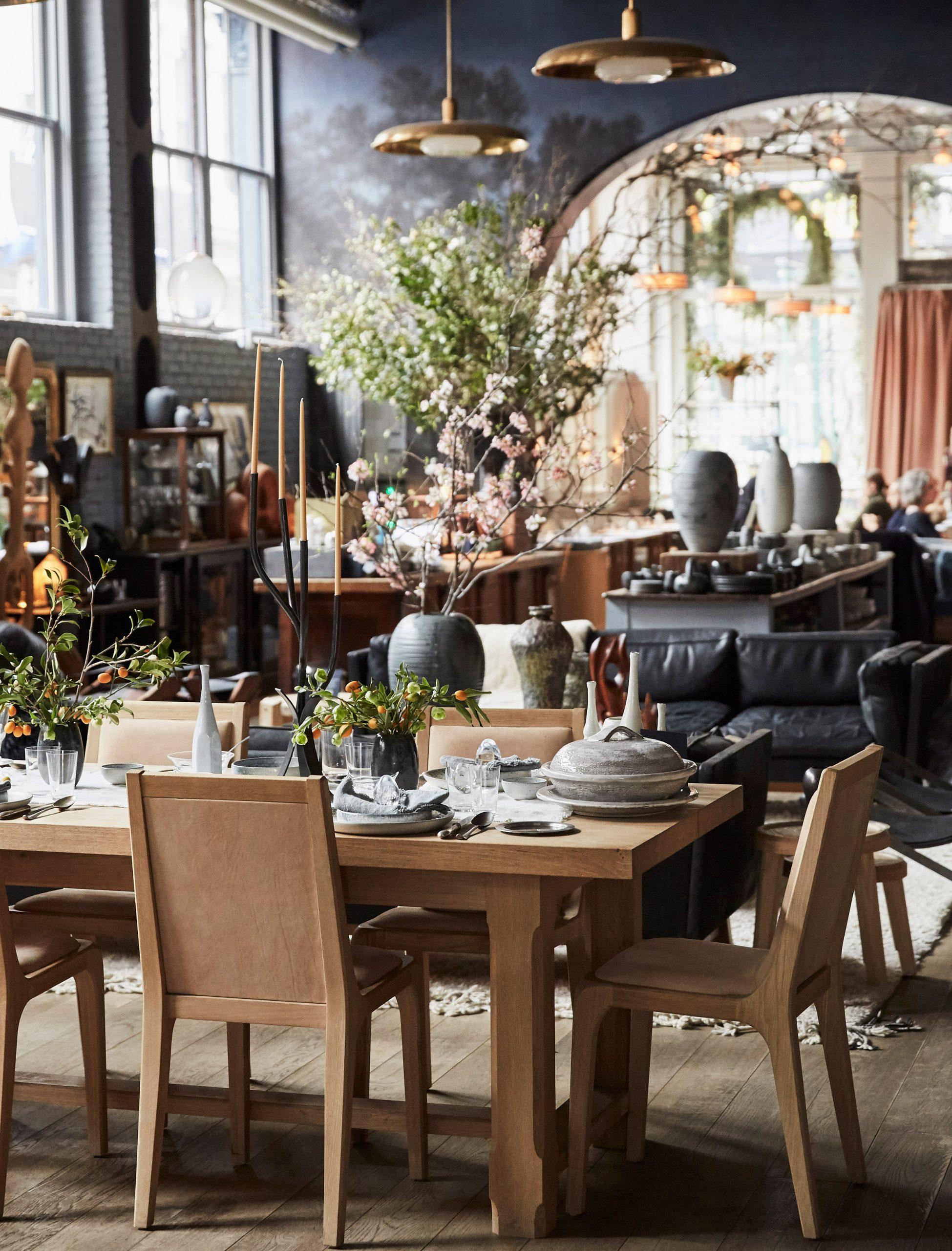 Thiết kế quán cafephong cách vintage 2