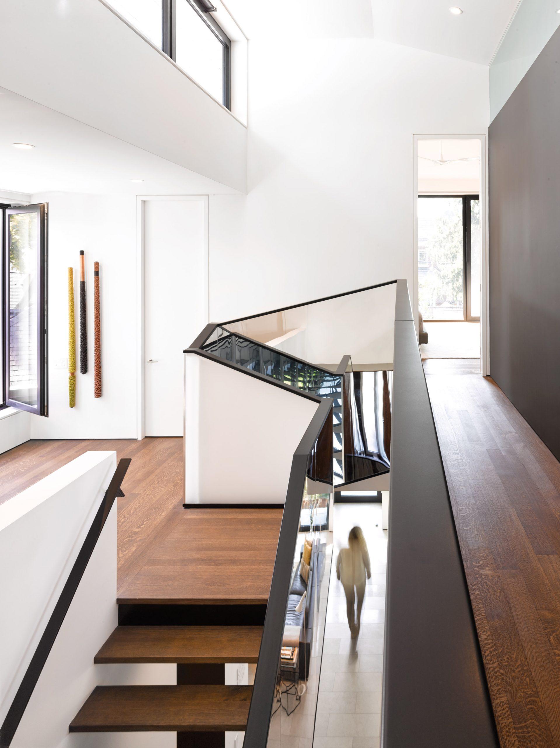 Trang trí cầu thang phòng khách đẹp 2