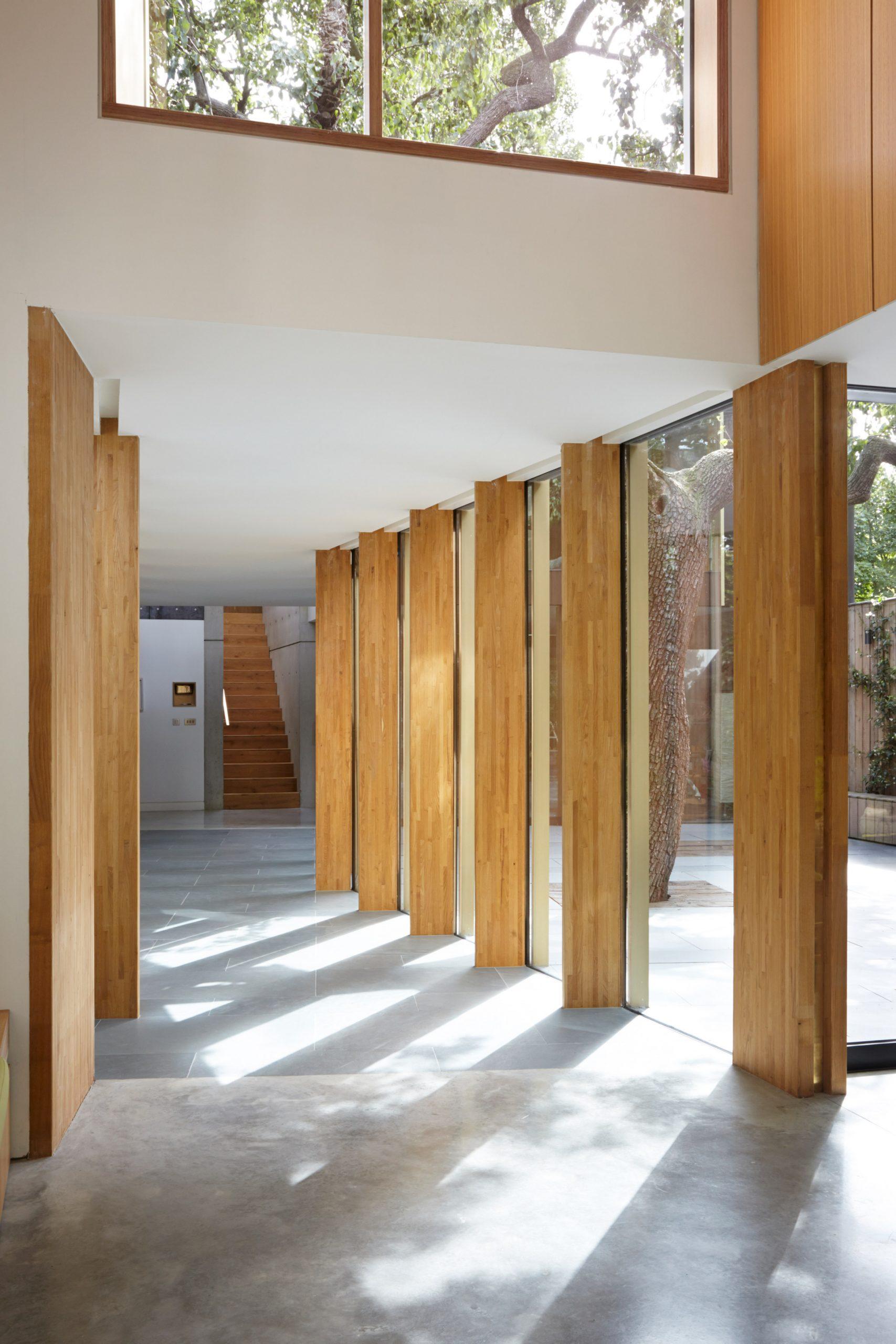 Cửa gỗ kính cường lực đẹp 23