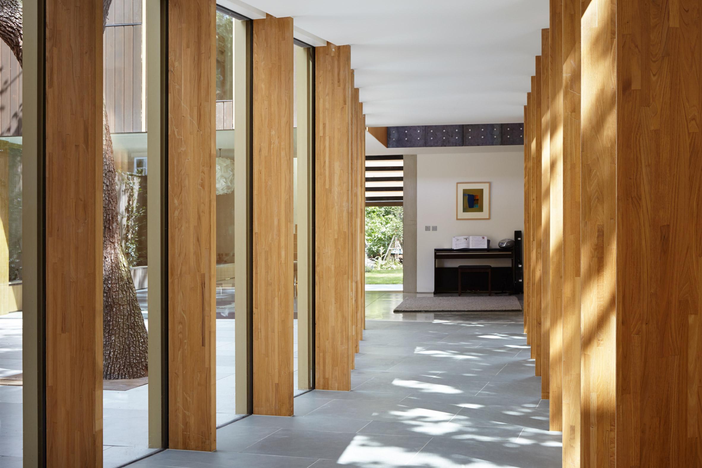 Cửa gỗ kính cường lực đẹp 24