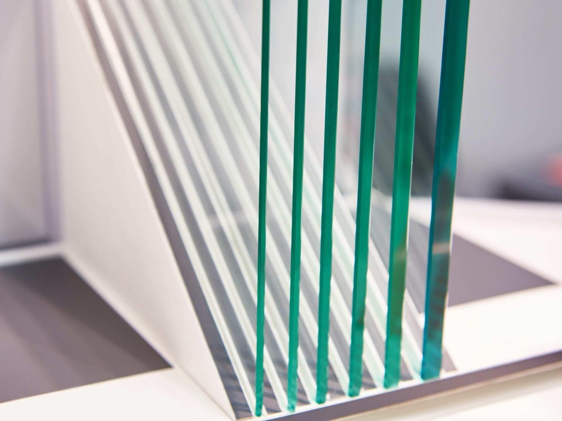 Độ dày kính tùy thuộc vào ứng dụng kết cấu