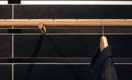 Ghé thăm phòng khách gỗ đẹp của một cửa hàng thời trang