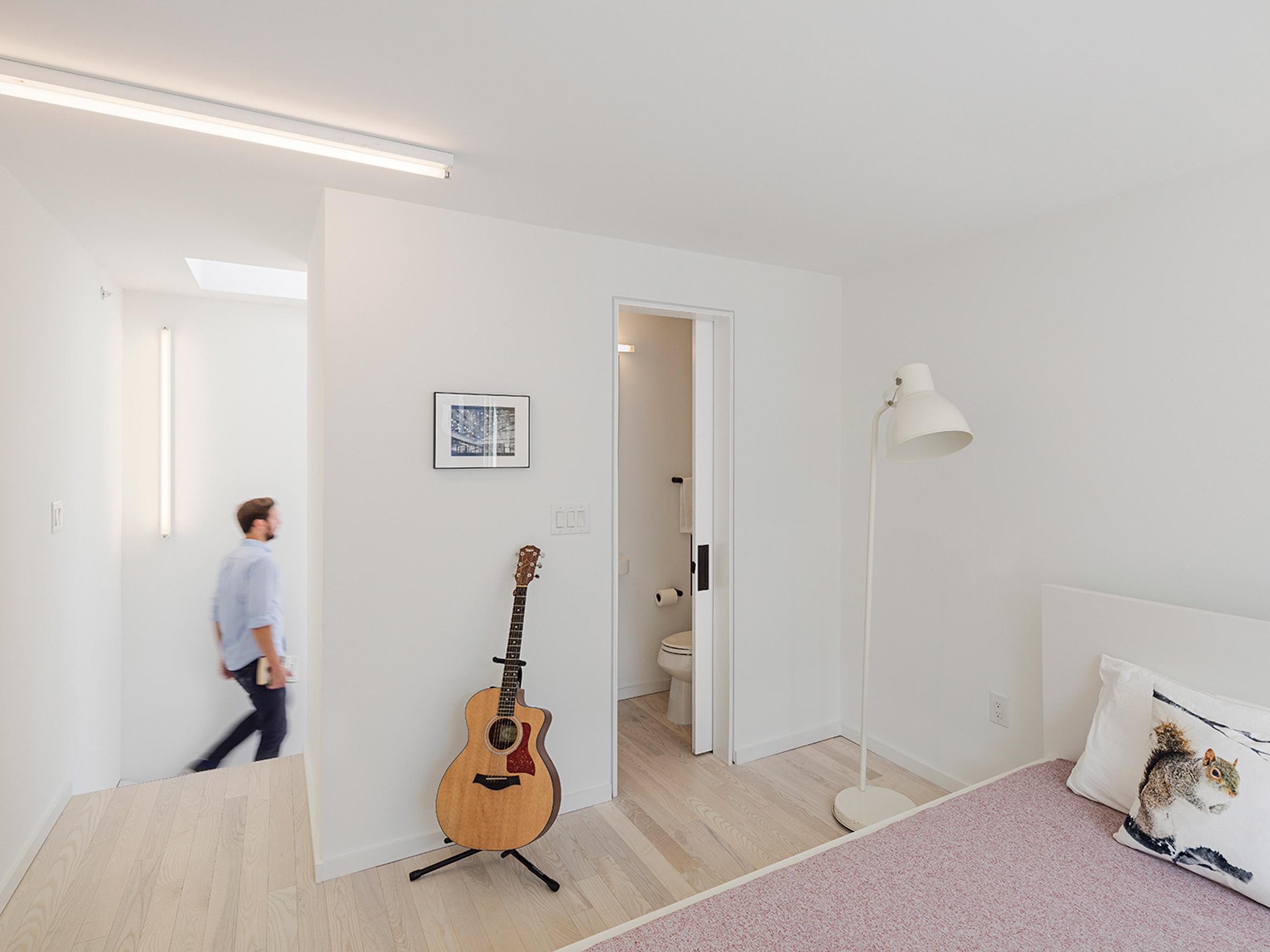 Phòng khách nhà ống hiện đại 6