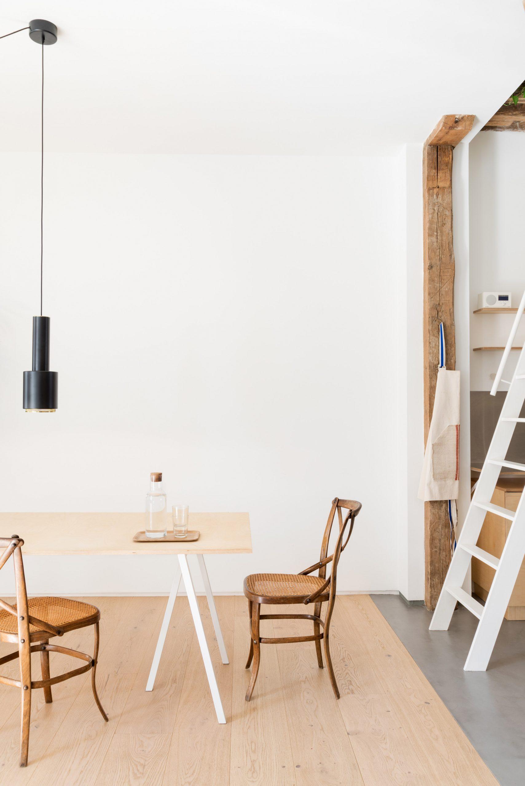 Thiết kế phòng khách chung cư đơn giản 13