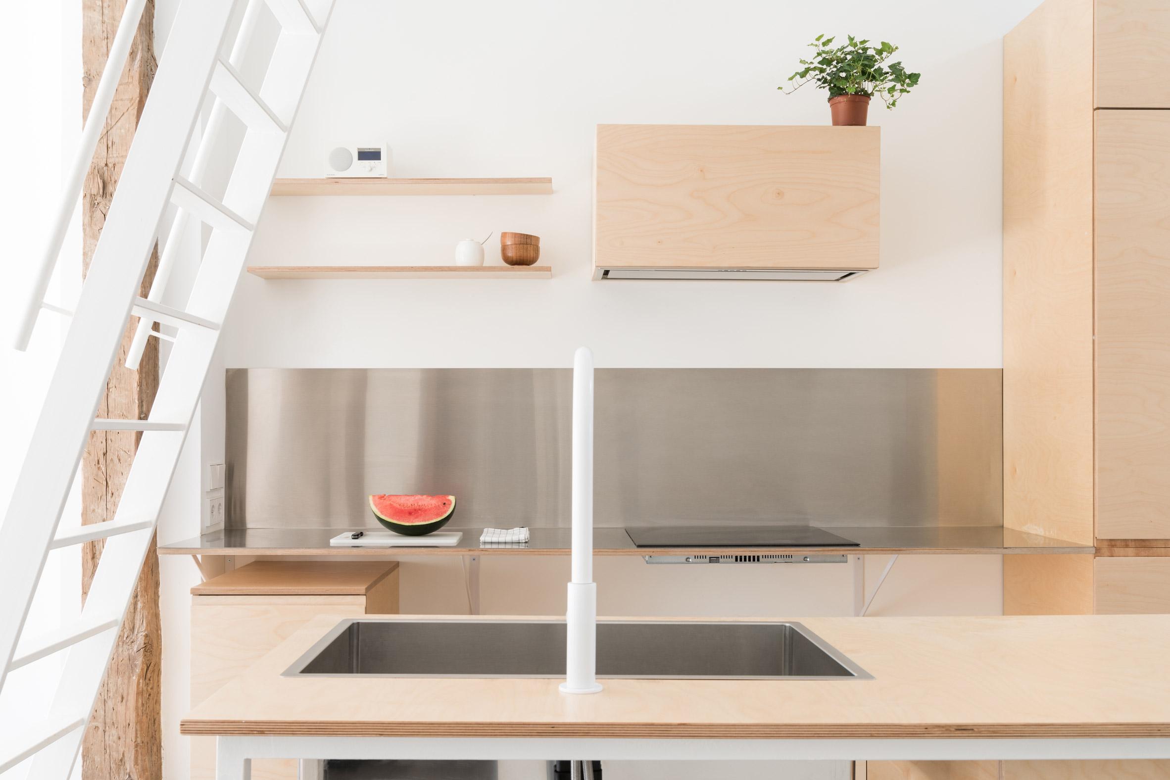 Thiết kế phòng khách chung cư đơn giản 14