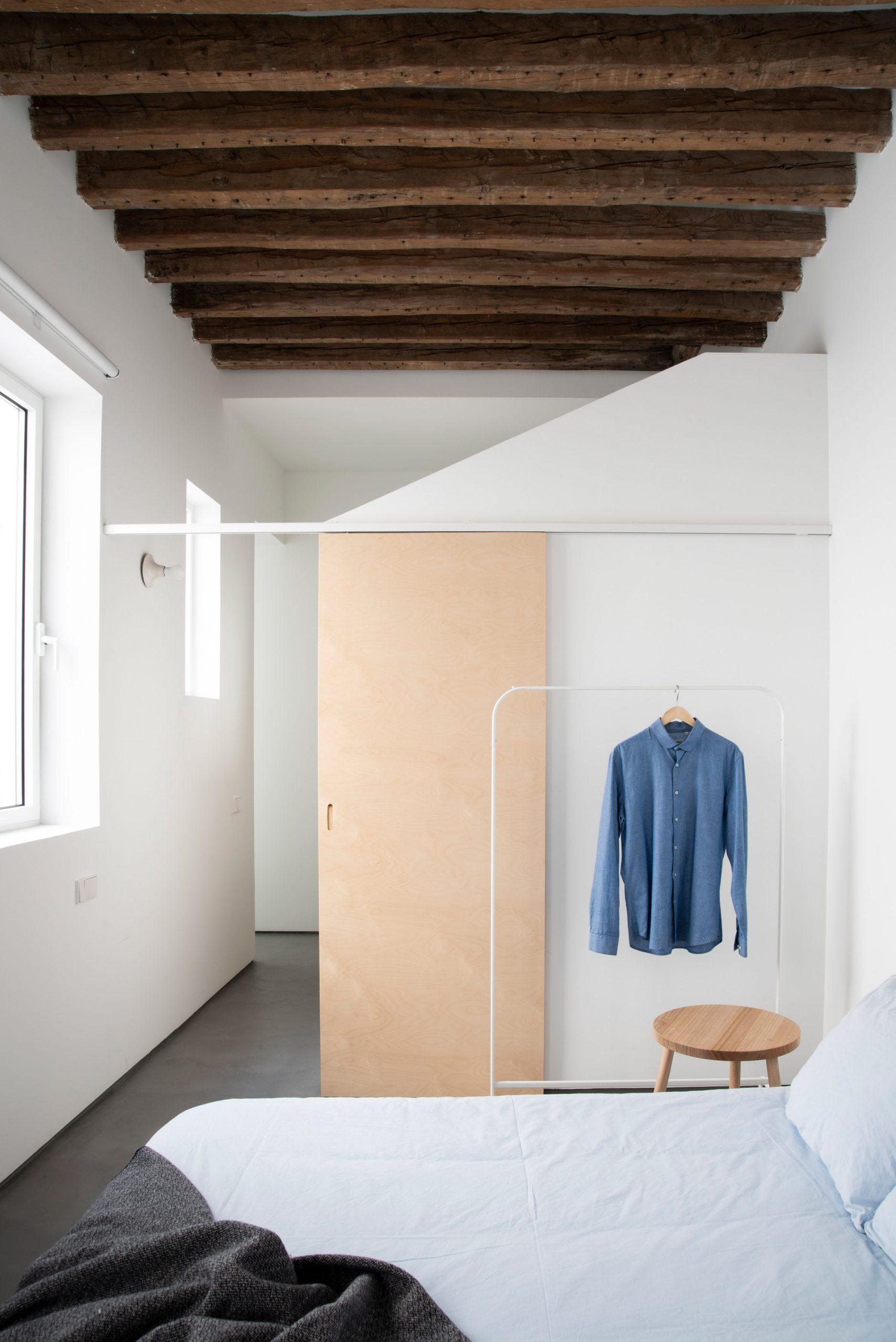 Thiết kế phòng khách chung cư đơn giản 17
