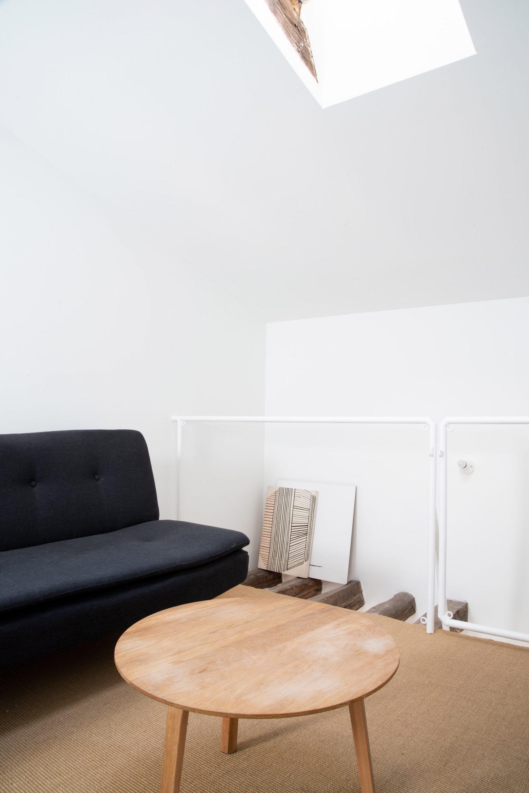 Thiết kế phòng khách chung cư đơn giản 9