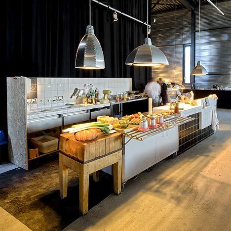 Bếp nhà hàng 24