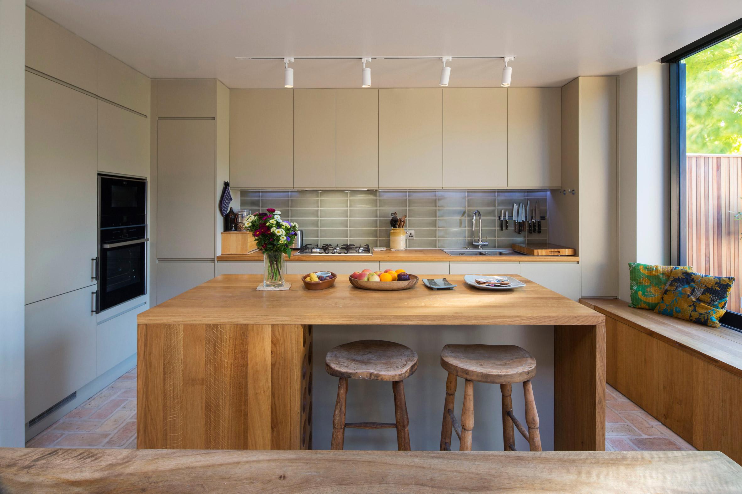 Mẫu tủ bếp đẹp bằng gỗ 4