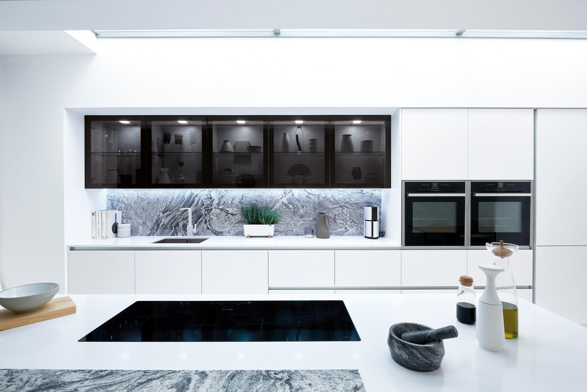 Mẫu tủ bếp hiện đại 4