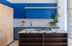 Thiết Kế Tủ Bếp Đẹp kết hợp không gian làm việc tích hợp