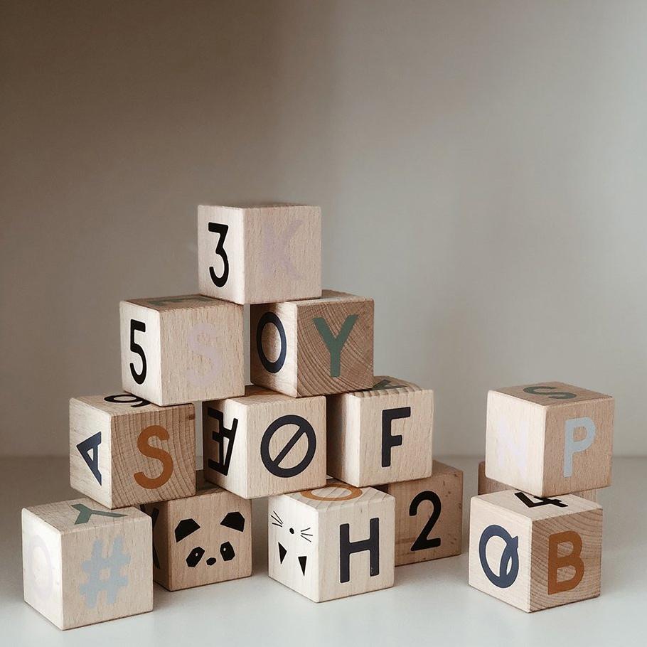 Chữ cái gỗ đồ chơi
