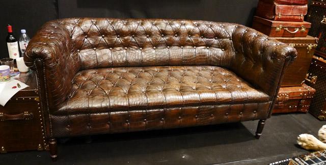 Ghế sofa bọc da cá sấu