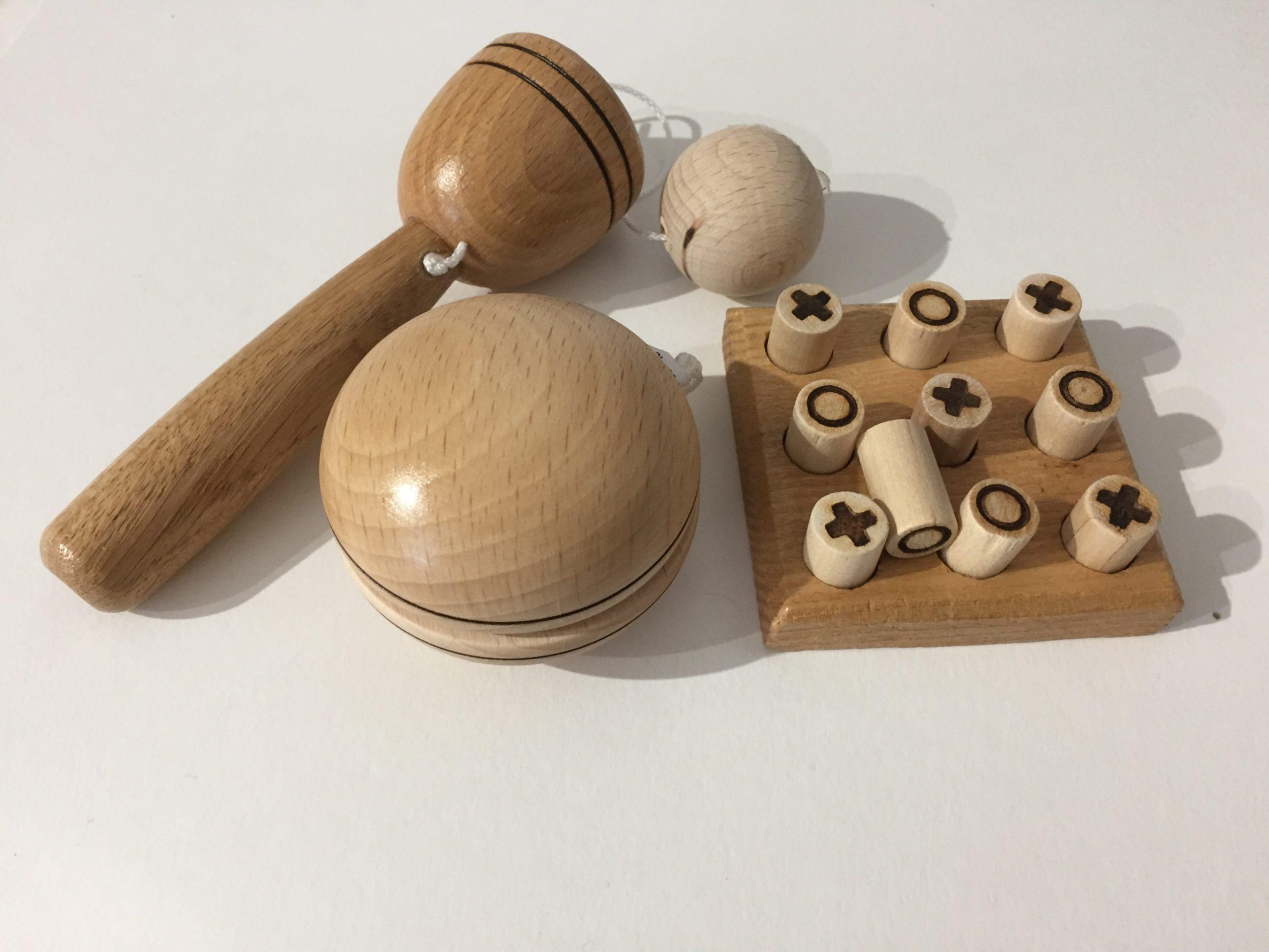 Trò chơi làm từ gỗ