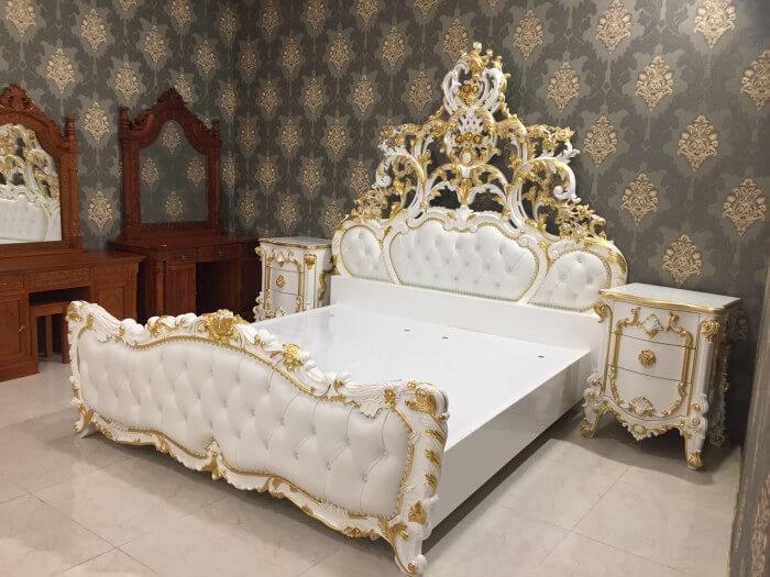 Giường ngủ dát vàng