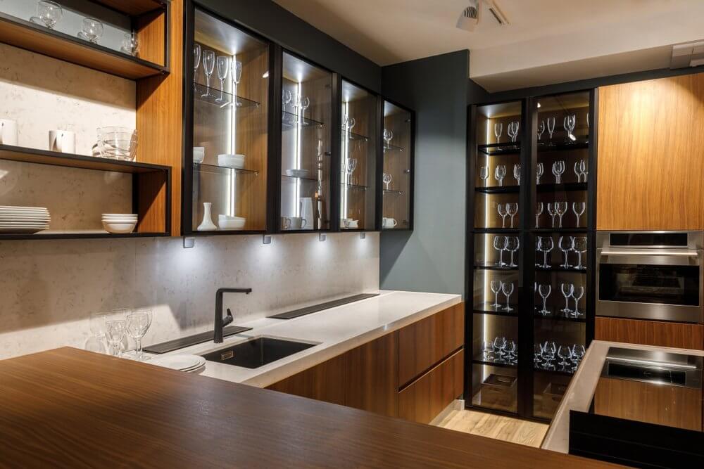 Cửa tủ bếp trong suốt
